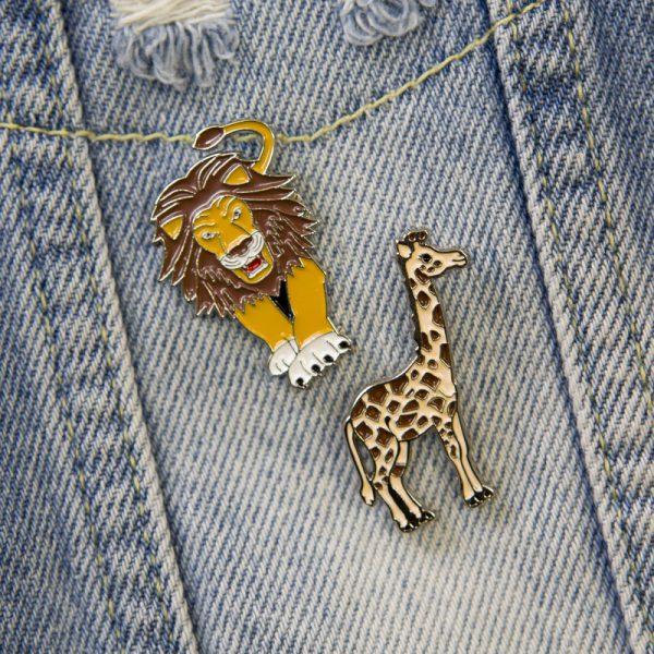 Przypinka lew